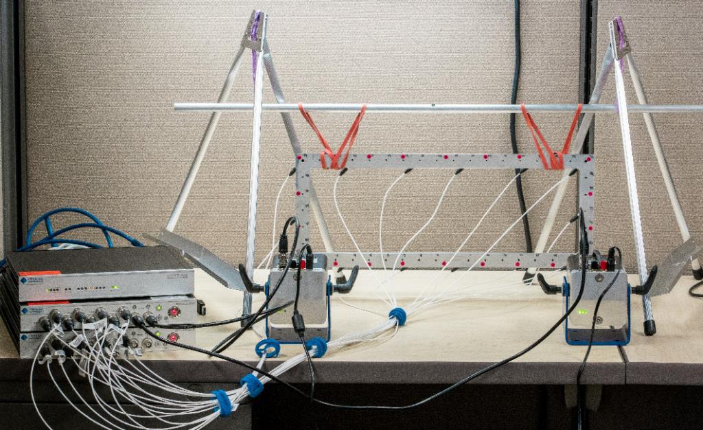 模态分析中常规FFT和使用多分辨率频谱技术FFT的比较 1